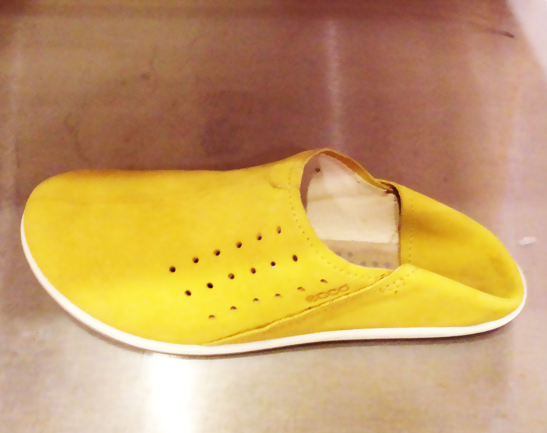 Ecco_Yellow_shoes_heel_folded_In