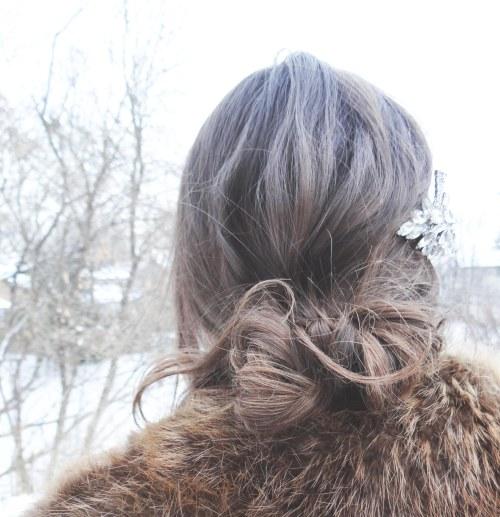 Messy_Bun_Hairstyle_Vintage_Crystal_Brooch