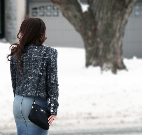 denim-skirt-tweed-jacket-black-crossbody-handbag