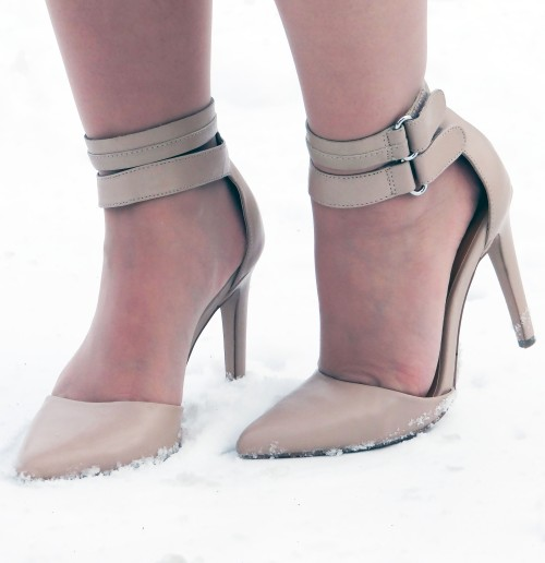 Nude-Ankle-Stap-Pointed-Toe-Heels