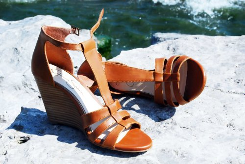 Brown-Leather-Wedges-Jessica-Simpson-Le-Chateau