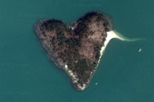Heart_shaped_Mogaedo_Island_south_korea